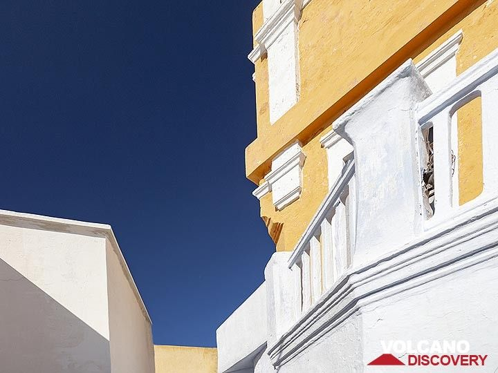 Architecture of the captain´s houses of Pyrgos village. (Photo: Tobias Schorr)