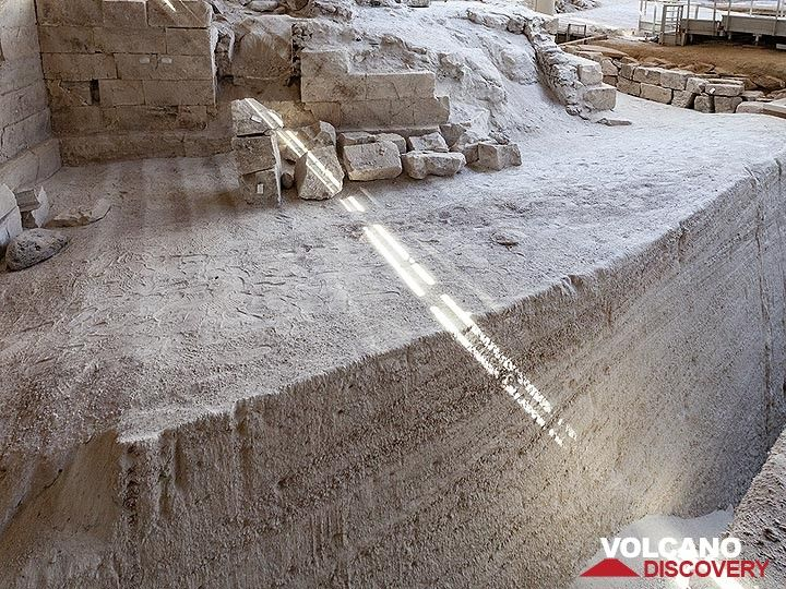 In this photograph you can see the huge pumice layers that preserved the Minoan houses in the excavation of Akrotiri on Santorini island. (Photo: Tobias Schorr)