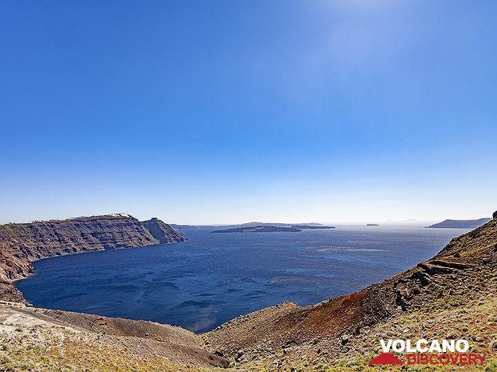 The north part of the Santorini caldera. (Photo: Tobias Schorr)