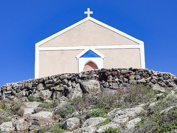The nice design of the Zoodohos Pigis chapel on Santorini. (Photo: Tobias Schorr)