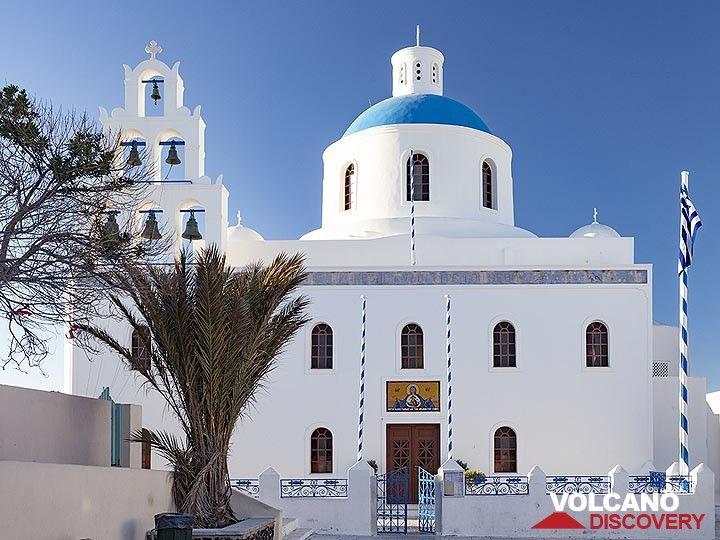The main church of Panagia in Ia (OIA) village on Santorini. (Photo: Tobias Schorr)