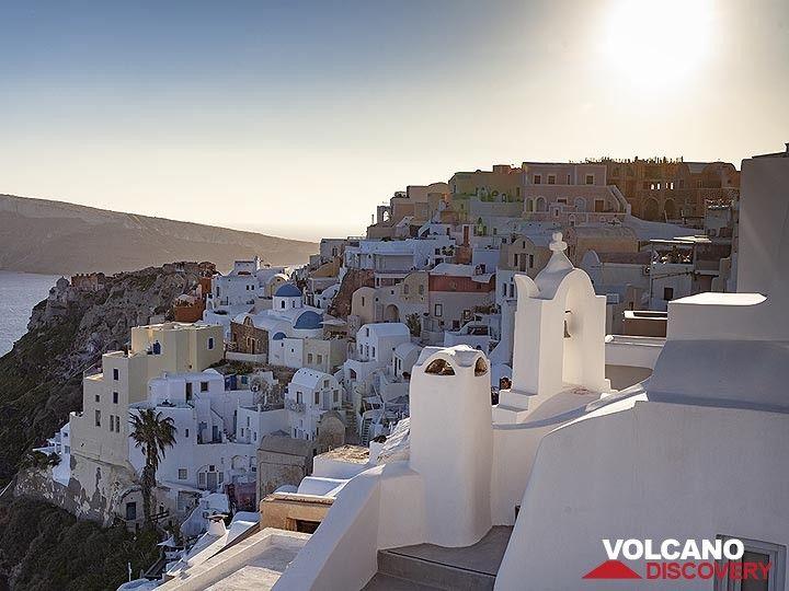 Famous view over Ia village. (Photo: Tobias Schorr)