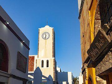 The clock tower in Ia village/Santorini. (Photo: Tobias Schorr)
