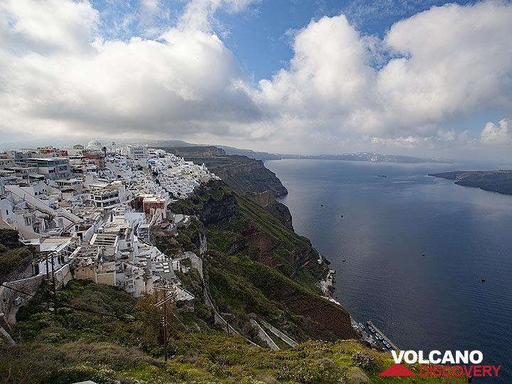 The main town of Santorini, Thira. (Photo: Tobias Schorr)