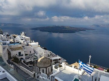 Thira and the caldera view. (Photo: Tobias Schorr)