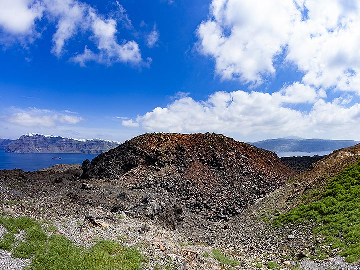 The Nautilus lavadome on Nea Kameni island in the Santorini caldera. (Photo: Tobias Schorr)