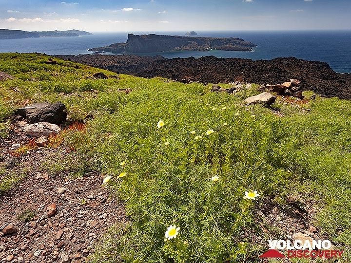 View towards the volcano of Palia Kameni island. Santorini, March 2019. (Photo: Tobias Schorr)