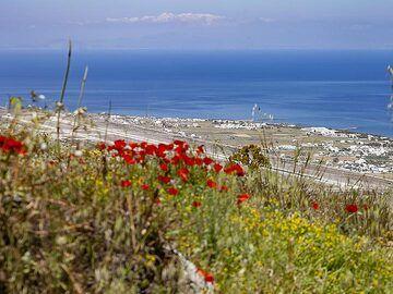 The airport of Santorini. (Photo: Tobias Schorr)