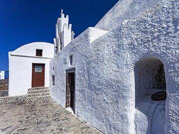 The Taxiarhes chapel at Akrotiri. (Photo: Tobias Schorr)