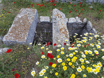 An ancient cistern at ancient Thira. (Photo: Tobias Schorr)