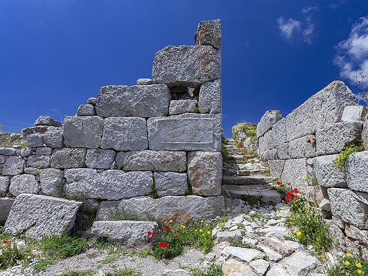 """The ancient """"service center"""", where prostitudes expected their clients at ancient Thira. (Photo: Tobias Schorr)"""
