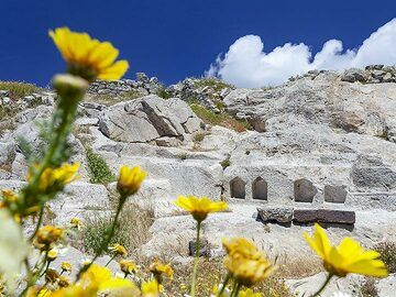 The sanctuary of the Egyptian gods at ancient Thira. (Photo: Tobias Schorr)