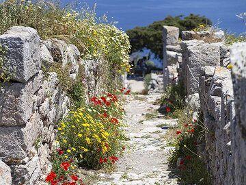 A lane in ancient Thira. (Photo: Tobias Schorr)