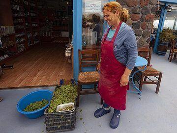 "Anna Alefragkis from the traditional tavern ""Kali Kardia"" (""good heart""). http://www.thegoodheartsantorini.com (Photo: Tobias Schorr)"