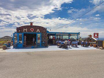 """The traditional tavern """"Kali Kardia"""" at Akrotiri. (Photo: Tobias Schorr)"""