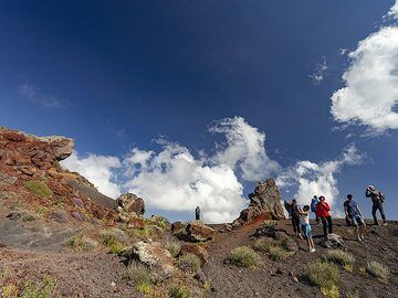 The volcanic dyke near Ia village is a highlight for the most hikers. (Photo: Tobias Schorr)
