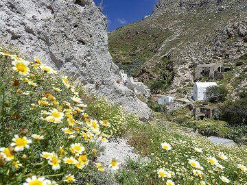 Chapel in the valley of Emporio. (Photo: Tobias Schorr)
