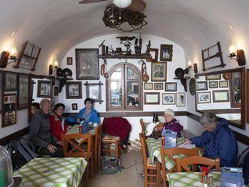 In Penelope´s café in Pyrgos village. https://www.facebook.com/OuzeriPenelopes/ (Photo: Tobias Schorr)