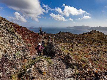 The famous caldera hiking path on Santorini. (Photo: Tobias Schorr)