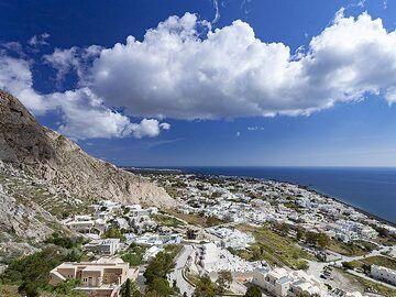 View towards Kamari tourist village. (Photo: Tobias Schorr)