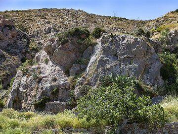 """The ancient tombs at Exomytis """"Echidnea"""". (Photo: Tobias Schorr)"""