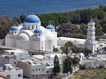 The Zoodohos Pigis church at Perissa. (Photo: Tobias Schorr)