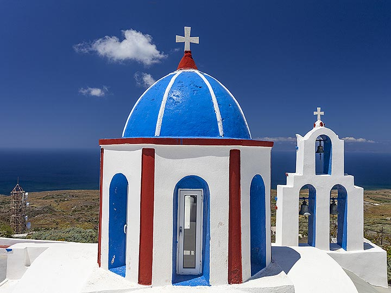 The clock tower of the church Agios Charalambos on Thirasia island. (Photo: Tobias Schorr)