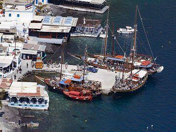 The little harbour of Korfos on Thirasia island. (Photo: Tobias Schorr)