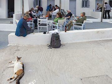 Tom Pfeiffer with a private group at Akrotiri hotel. (Photo: Tobias Schorr)