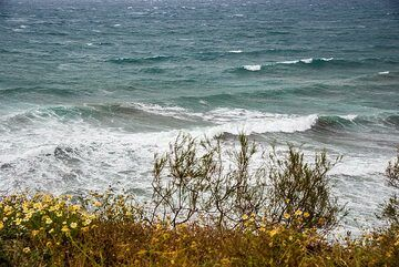 The next morning (5 May), wind is quickly picking up from the SE, scirocco. (Photo: Tom Pfeiffer)
