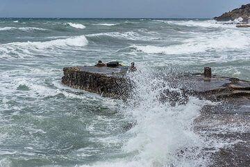 "No boat trips to ""Red beach, White beach, Black beach"" today... (Photo: Tom Pfeiffer)"