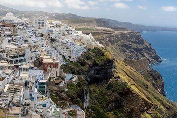 Fira town perched on the caldera rim. (Photo: Tom Pfeiffer)