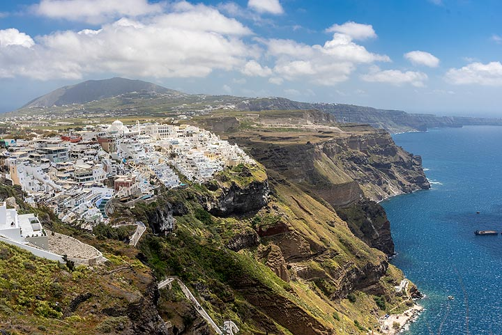 View of Fira from Firostefani, with the highest peak Profitis Ilias mountain in the background. (Photo: Tom Pfeiffer)