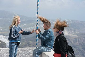 Playing with the wind. (Photo: Tom Pfeiffer)