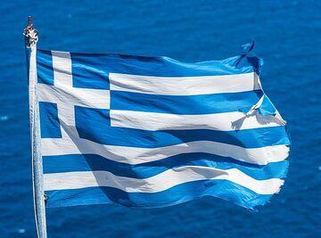 The Greek flag in the wind (Photo: Tom Pfeiffer)