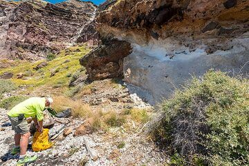 Examining a small outcrop of hydrothermally altered schists and an unknown ancient pumice deposit. (Photo: Tom Pfeiffer)