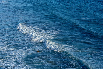 Waves (Photo: Tom Pfeiffer)