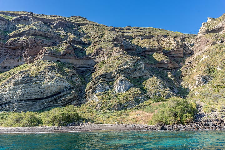 9 May is a perfect day for a boat tour to the volcanic islands. We pass the cliffs near Balos. (Photo: Tom Pfeiffer)