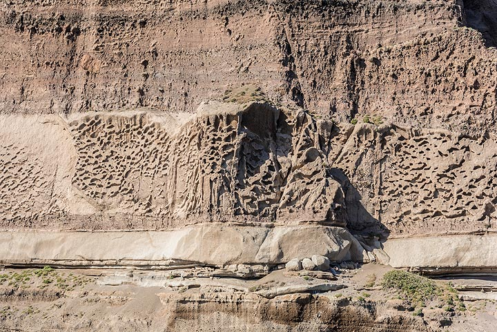View of the pumice fall and pyroclastic flow layer of the Lower Pumice 1 eruption about 200,000 years ago. (Photo: Tom Pfeiffer)