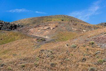 Climbing Nea Kameni, we pass the Daphne craters from the 1925-28 eruption. (Photo: Tom Pfeiffer)