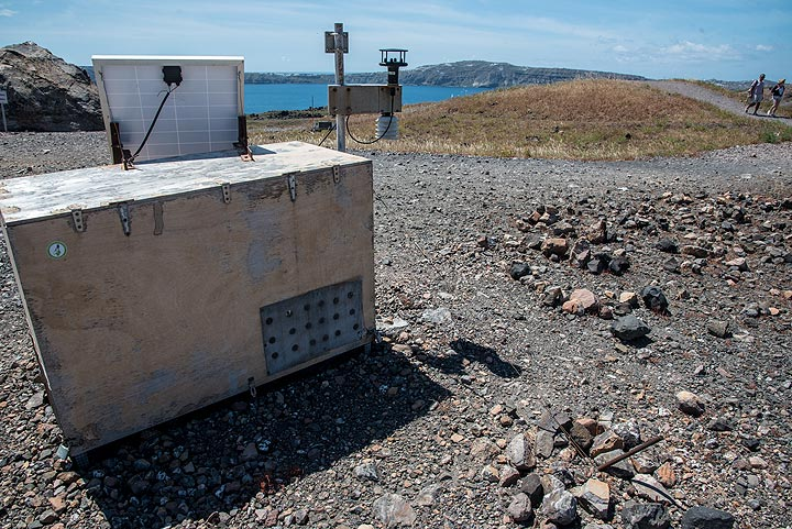 Volcanic gas monitoring device and anemometer (wind metering) (Photo: Tom Pfeiffer)