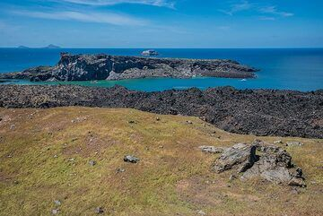 View towards Palea Kameni (Photo: Tom Pfeiffer)
