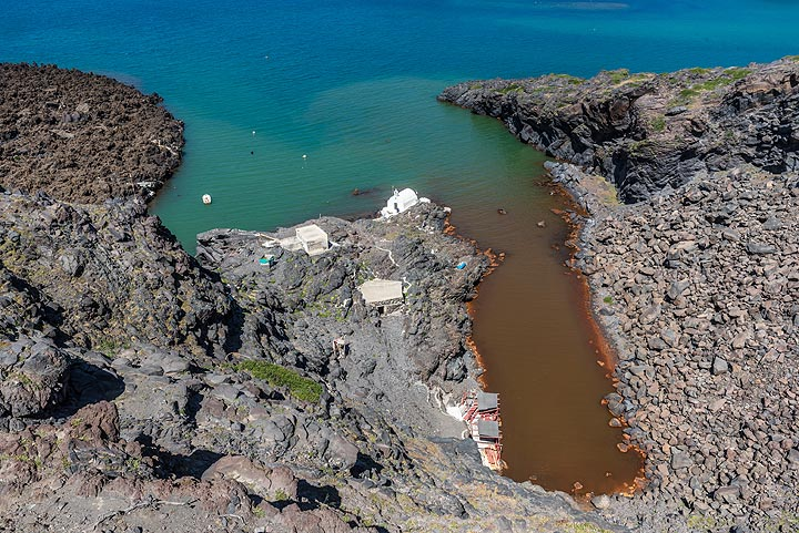 Colored water due to underwater hydrothermal sources. (Photo: Tom Pfeiffer)