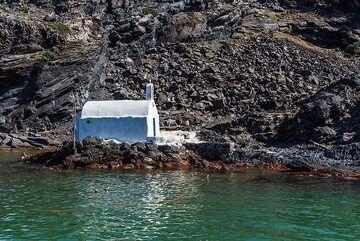 Agios Nikolas chapel on Palea Kameni. (Photo: Tom Pfeiffer)