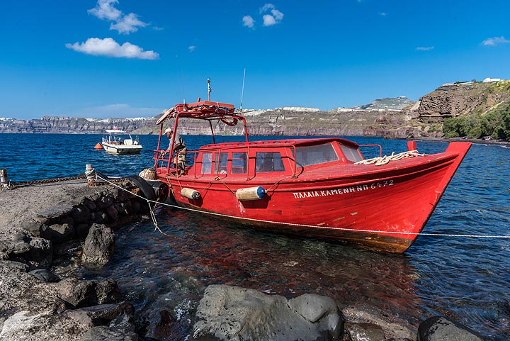 Sostis' wonderful boat, the best on Santorini for such excursions. (Photo: Tom Pfeiffer)