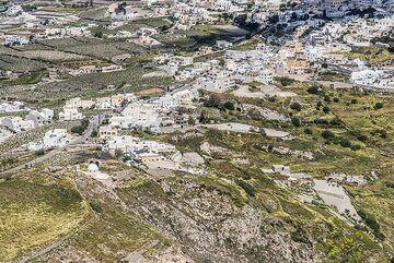 View of part of Pirgos village. (Photo: Tom Pfeiffer)