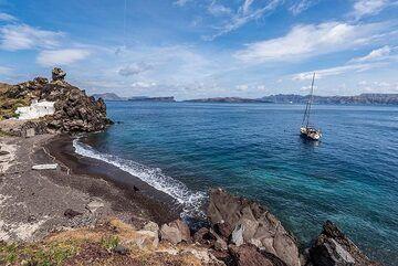 The Balos bay on the southern rim of the caldera (Photo: Tom Pfeiffer)