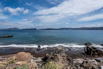 View of the rarely visited beach (Photo: Tom Pfeiffer)