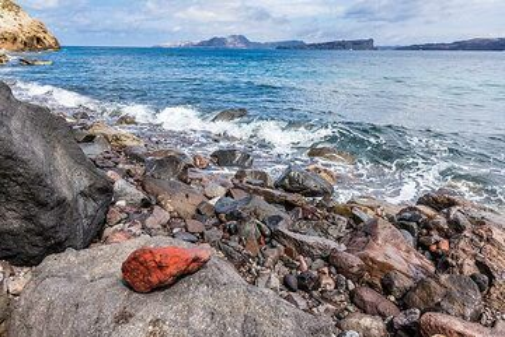 Red pebble (Photo: Tom Pfeiffer)