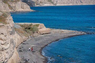 Small land head at the south coast. (Photo: Tom Pfeiffer)